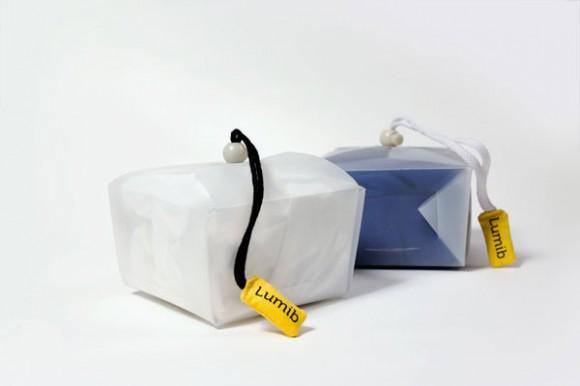 Пластиковая упаковка со шнурком и биркой