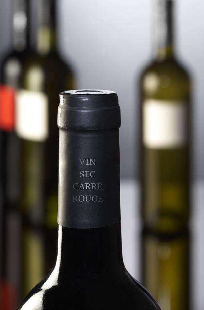 вино Carré rouge & Carré blanc – пленка на горлышке