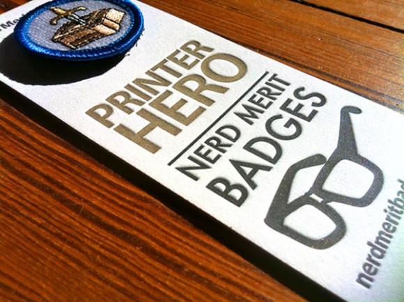 упаковка значков Nerd Merit Badges
