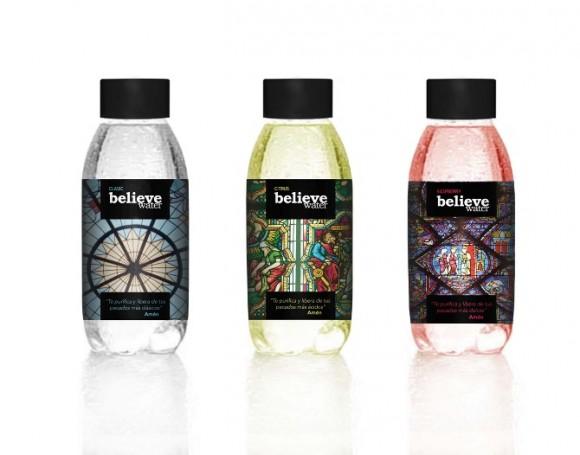концепт упаковки минеральной воды с прозрачной этикеткой